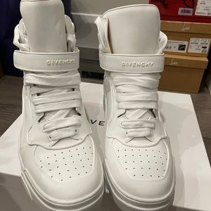 Brand new Givenchy sneakers for men, size 43